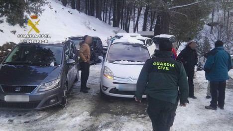 Rescatadas 37 personas atrapadas por la nevada