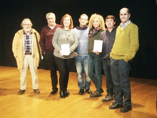 María Ángeles Lonardi presento su poemario 'Poemas para leer a deshoras' en la Biblioteca de Roquetas