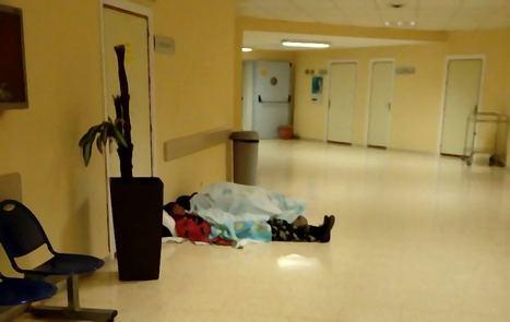 Dormir en el suelo de los pasillos de Torrecárdenas