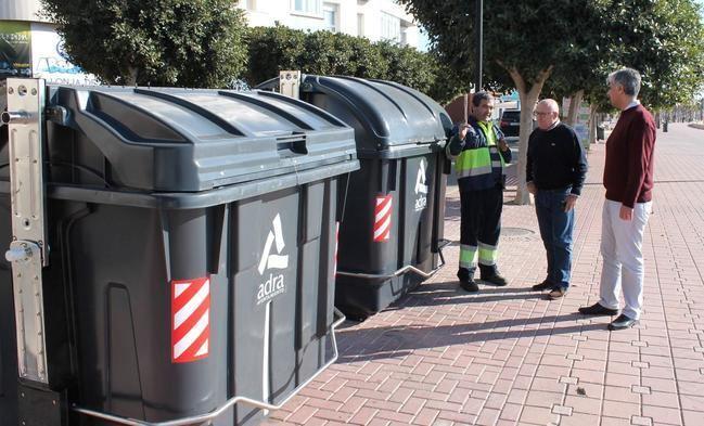 Más de 40 nuevos contenedores en Adra mejorarán el servicio de recogida de residuos