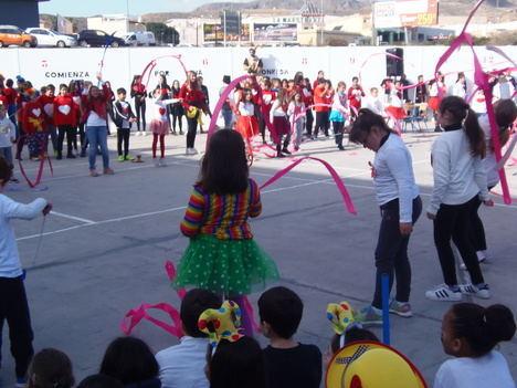 Alumnado del CEIP La Jarilla celebra el Día de la Paz con una sonrisa