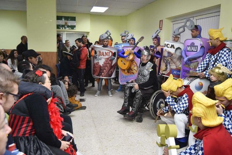 Verdiblanca llena de carcajadas con el carnaval solidario