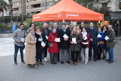 Ciudadanos Almería informa 'a pie de calle' de los acuerdos presupuestarios de 2018