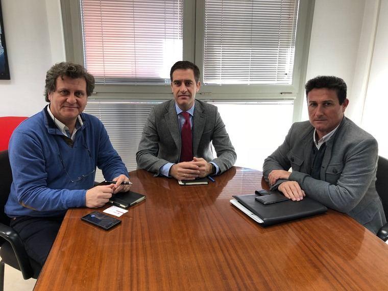 Ayuntamiento y colegio de aparejadores abordan v as de for Colegio de aparejadores de murcia