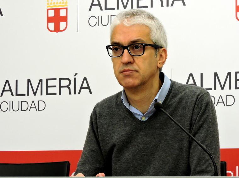El PSOE evidencia el uso del alcalde de los mayores en año preelectoral