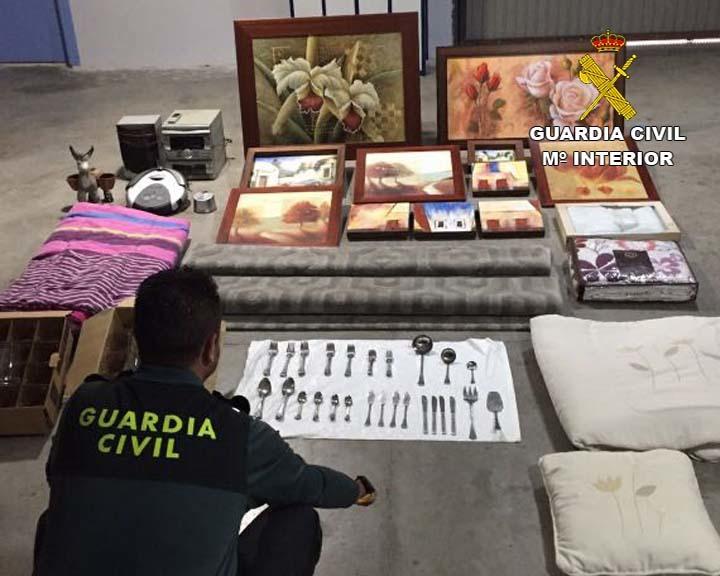 Detenido tras vender en una tienda de segunda mano de Almería objetos robados en una casa de Vícar