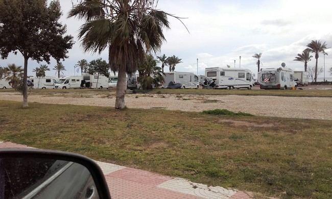 El PSOE exige a Amat que aplique la ordenanza de autocaravanas que el PP mantiene paralizada