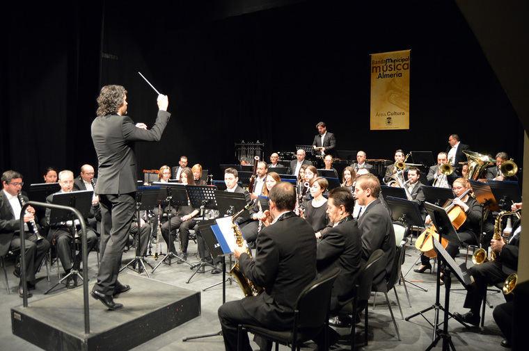 Banda Sinfónica Municipal llena el Teatro Apolo con su concierto 'Mitos y Leyendas'