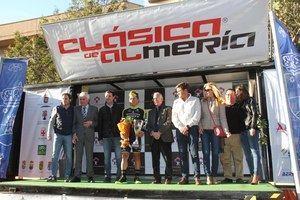 Caleb Ewan gana la XXXI Clásica Ciclista tras 185 kilómetros por el destino 'Costa de Almería'