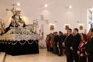 La Virgen de Las Angustias regresa a su templo arropada por cientos de ejidenses tras su restauración a manos de Joaquín Gilabert