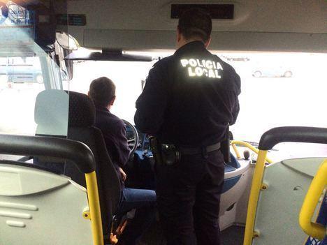 Policía Local de Adra supervisa esta semana las condiciones del Transporte Escolar