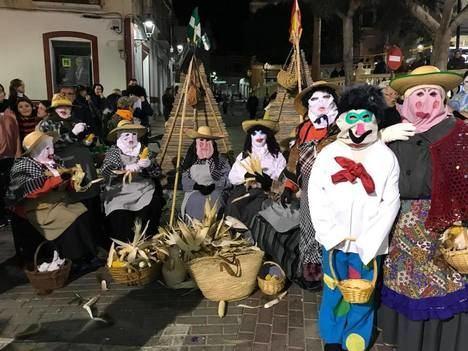 Espectacular desfile de comparsas en Cuevas para clausurar el carnaval