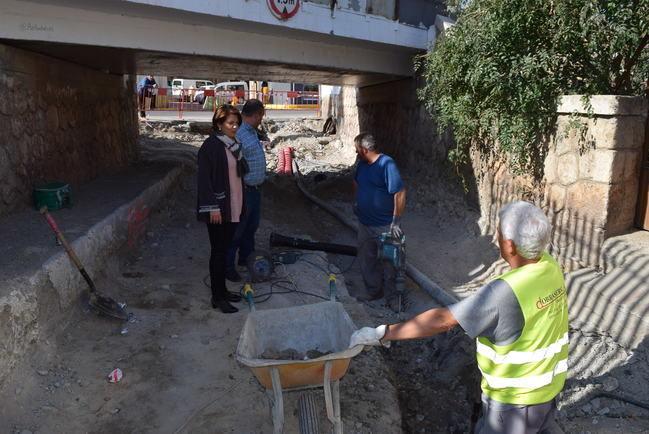 """Gádor acondiciona """"La Puente"""" para mejorar el paso subterráneo bajo las vías del tren"""