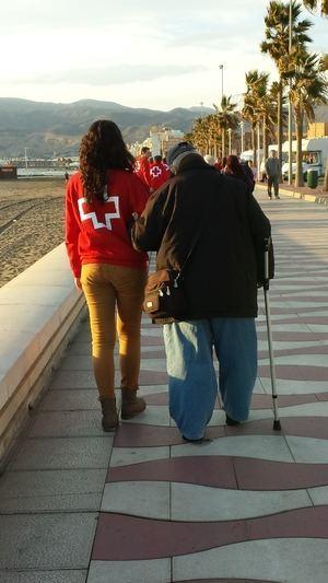 El 26 por ciento de las personas atendidas por Cruz Roja Almería vive en situación de soledad
