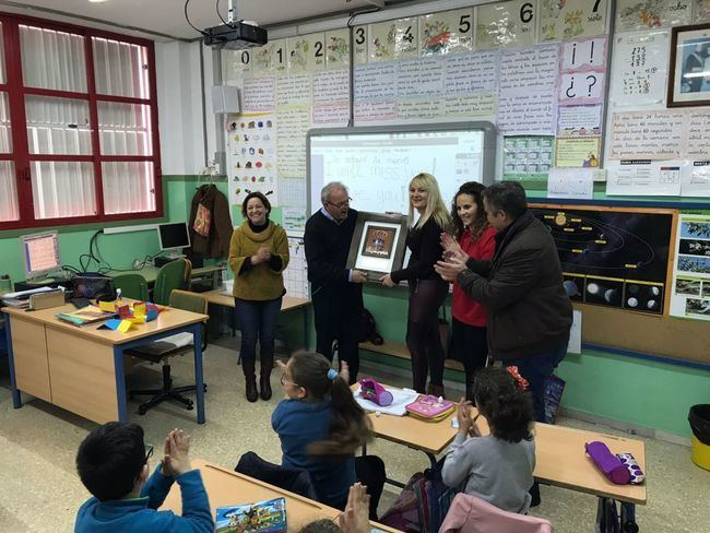Adela Linares se jubila tras 32 años dedicados a la enseñanza en Vícar