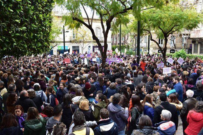 8M: Puerta Purchena se pone feminista