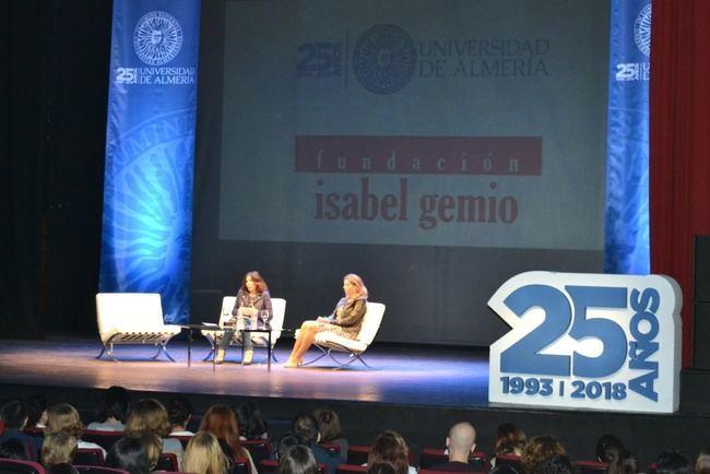 Isabel Gemio ensalza en la UAL la figura del trabajador social