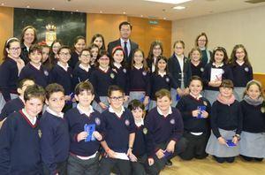 El alcalde de El Ejido explica a escolares de la 'Divina Infantita'el funcionamiento del Ayuntamiento