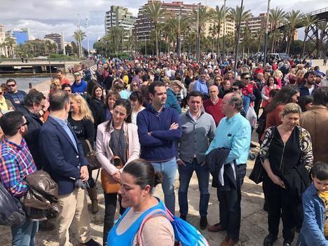 Unos 2.000 almerienses se reunen en La Ballena en defensa de la prision permanente revisable