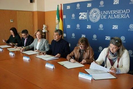 La Autoridad Portuaria firma un contrato de investigación ambiental con la UAL