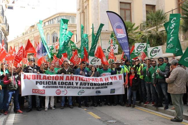 Los Sindicatos exigen al Gobierno de Rajoy que se permita la jubilación anticipada de los policías locales