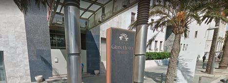 El cerrado Gran Hotel Almería tendrá que readmitir a su exdirector