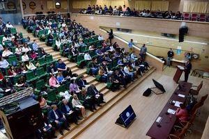 Investigadores y expertos debaten sobre la sostenibilidad del Sistema Nacional de Salud en la UAL