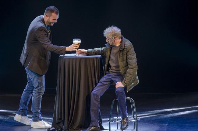 Enrique San Francisco recoge en risas y aplausos el cariño de su público