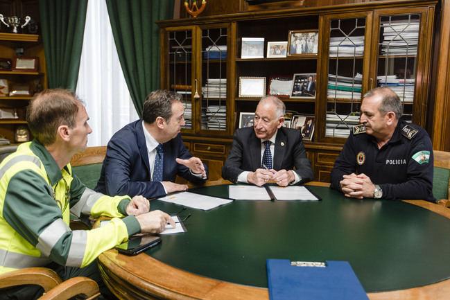 El alcalde de Roquetas y el jefe provincial de Tráfico firman un protocolo de delimitación de competencias en tráfico