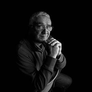 El periodista José María Granados presenta en 'Paseando entre Libros, la publicación 'Vícar, historia de una ilusión'