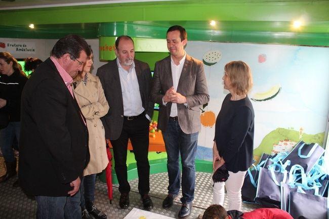 El 'Frutibús' de la Junta apuesta por el juego para difundir entre los escolares los beneficios de una dieta equilibrada