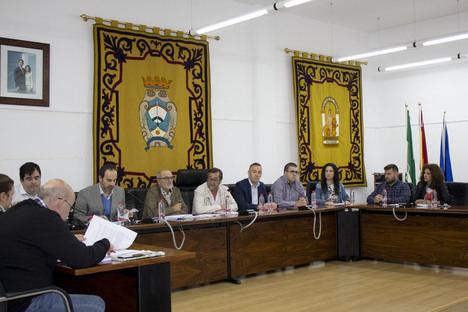 El Ayuntamiento da cuenta en pleno de la renuncia de Salvador Hernández como alcalde