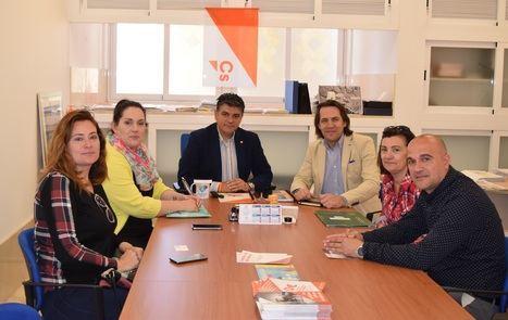 Las AMPA anuncian a Ciudadanos movilizaciones para reivindicar la autogestión de sus comedores escolares