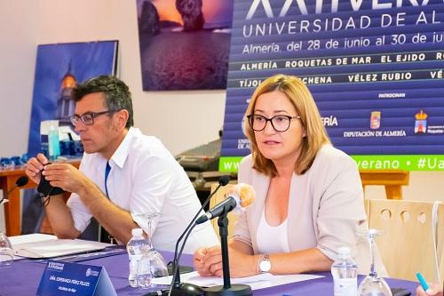 Esperanza Pérez inaugura el primer Curso de Verano que la UAL desarrolla en Níjar