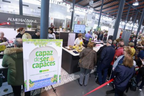 Almería 2019 y la ONCE cocinan con sabor por la integración en el Mercado Central