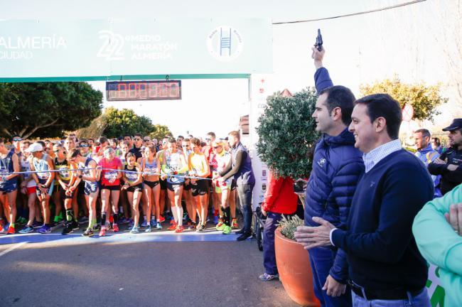 Abdelhadi El Mouaziz y Likina Amebaw ganan el 22º Medio Maratón Ciudad de Almería