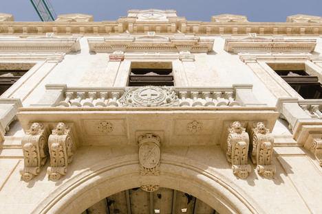 El Ayuntamiento empleará piedra natural para ennoblecer la fachada principal de la Casa Consistorial