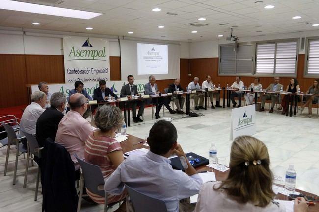 El alcalde mantiene un encuentro de trabajo con el Consejo General de Asempal