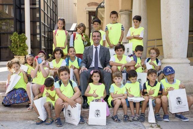 El alcalde recibe a los 23 niños que disfrutan de la Escuela de Verano de los Centros de la Mujer
