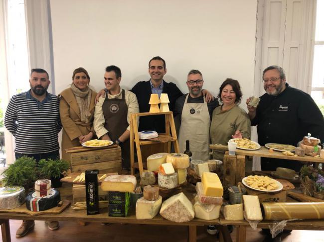 Los almerienses se vuelven 'locos por el queso' en una degustación en la sede Almería 2019
