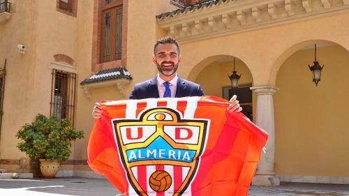 El alcalde anima a vestir de rojiblanco la ciudad para apoyar a la UD Almería