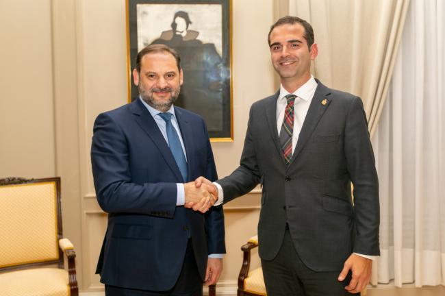 El alcalde dice que el ministro Ábalos asume los compromisos de su antecesor