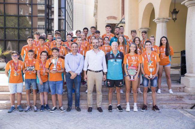 La pasión por el voleibol deja un año de títulos para la EDM Cajamar Mintonette
