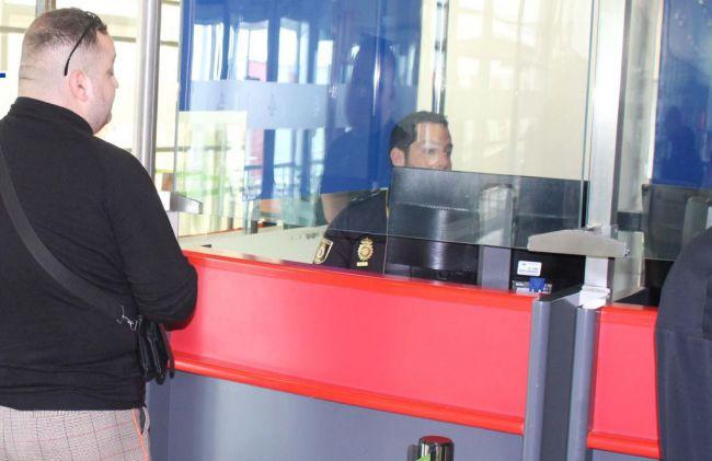 40 policías de Almería se especializan en el control de documentación falsa en las fronteras