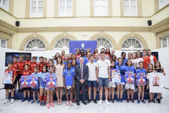 Multitudinaria presentación de las '100 Horas de Deporte' de Roquetas