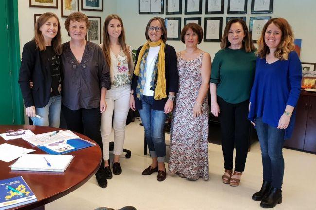 La Delegada de Educación trabaja con la asociación de Dislexia Axdial