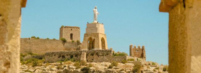 Almería cierra el mejor verano de su historia con casi 900.000 viajeros alojados
