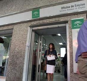 Solo Málaga tiene menos paro que Almería en Andalucía