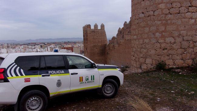 La Policía andaluza auxilia a un hombre inconsciente en una carretera de Sorbas