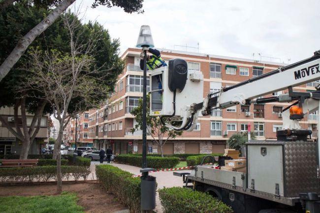 El Ayuntamiento invierte dos millones de euros en mejorar el alumbrado del centro y los barrios